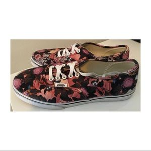 Vans of the Wall canvas floral lace ups shoes